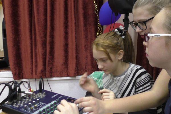 Звукооператоры на рабочем месте